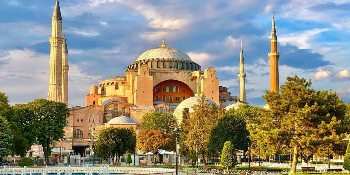 Patriarch Daniel supports Ecumenical Patriarch on Hagia Sophia: Reserve Hagia Sophia's status