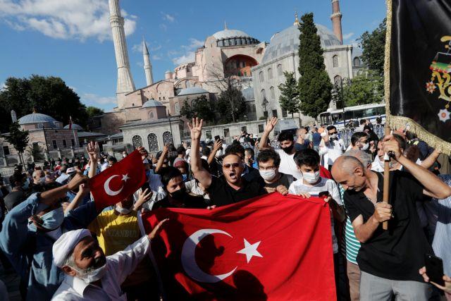 Turks are celebrating outside Hagia Sophia – Orthodox Times
